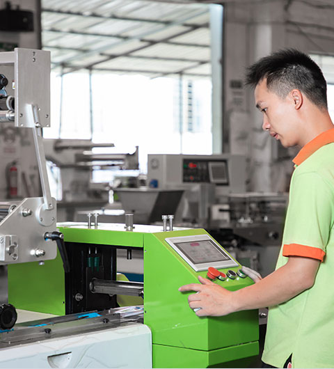 A worker is commissioning the packaging machine